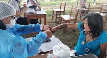 image for Pastaza empezó vacunación contra la covid-19 a la población indígena