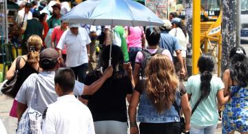 Personas caminado en Peru