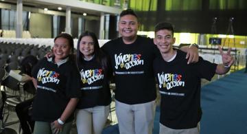 Cuatro jovenes en una foto