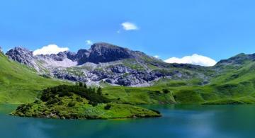 Imagenes de montañas a orilla de un rio