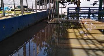 image for Superficie del polideportivo en Puerto Nariño al paso de fuertes lluvias
