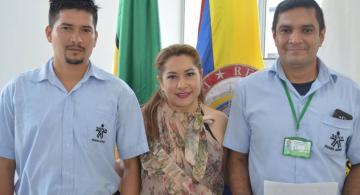 Maurcio Villalba al lado izquierdo de directora y el suplente