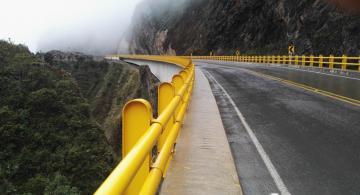 Puentes en autopistas en Colombia