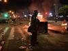 image for 72 civiles y 19 policía heridos | Noche violenta