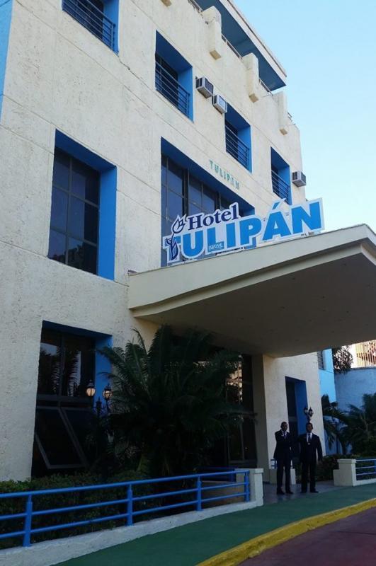 Entrada a hotel en la Habana