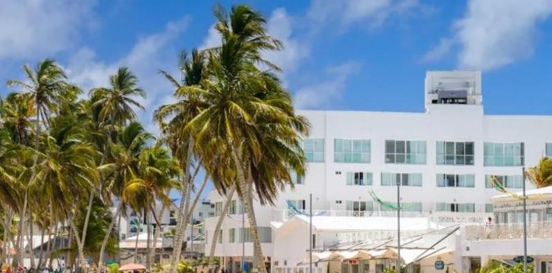 Hotel a la orilla del mar